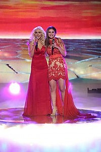 Jacquie Lee performs with Christina Aguilera