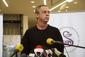 Gilad Sharon, the son of former PM Ariel Sharon, speaks at Tel Hashomer hospital after the hospital announced the death of Ariel Sharon