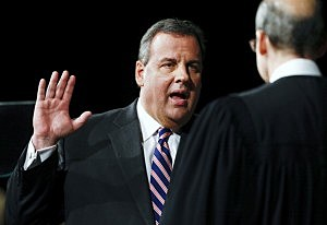 New Jersey Gov. Chris Christie (L) is sworn in by Chief Justice of the New Jersey Supreme Court Stuart Rabner for his second term