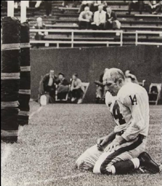Iconic photo of NFL Hall of Famer Y.A. Tittle