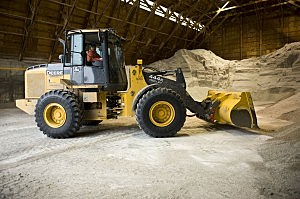 truck gathering salt