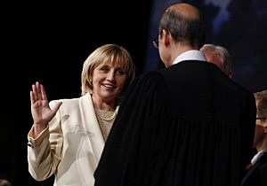 New Jersey Lt. Gov. Kim Guadagno (L) is sworn into office for her second term