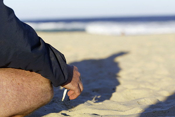 N.J. looks again at banning smoking on all beaches