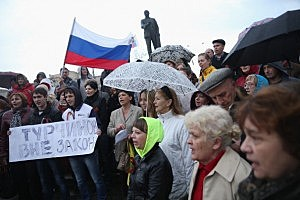 Pro-Russian sympathizers hold a small rally under a statue of Lenin on March 5, 2014 in Simferopol, Ukraine