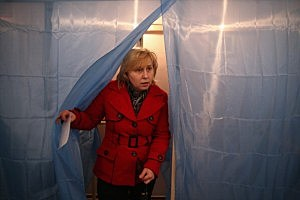 A woman casts her vote inside a polling station in Simferopol, Ukraine