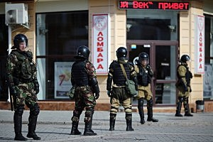 Russian riot police stand in central Simferopol, Ukraine