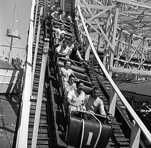 By: Orlando Collection: Hulton Archive getty images