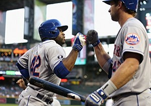 Eric Young Jr. of the New York Mets high fives Kirk Nieuwenhuis after scoring against the Arizona Diamondbacks