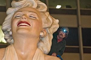 Marilyn Monroe Sculpture Leaving Chicago