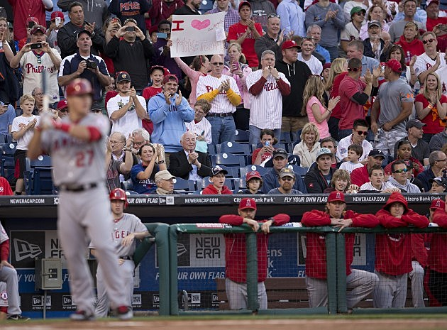 Mike Trout Gets Standing Ovation at Phillies Game