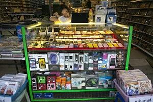Burmese Market In Tachileik Boasts Counterfeit Chinese Goods