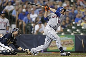 Lucas Duda #21 of the New York Mets hits a two run homer in the top of the sixth inning