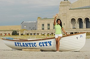Miss America Nina Davuluri Take A Dip In The Atlantic Ocean After Being Crowned Miss America 2014