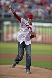 Former Major League pitcher Roy Halladay throws out the first pitch prior to the game between the New York Mets and Philadelphia Phillies