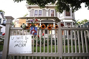 """A makeshift memorial for Robin Williams is set up in front of a home in Boulder, Colorado used in the opening credits for """"Mork & Mindy."""""""