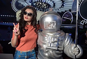 Singer Charli XCX poses with the Moon Man during the 2014 MTV Video Music Awards press day