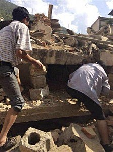 Men at rubbles of buildings look for survivors after an earthquake in Ludian County of Zhaotong City in southwest China's Yunnan Province