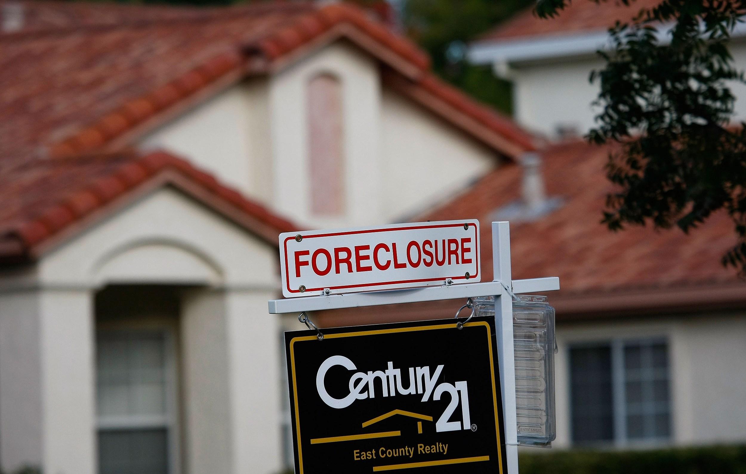 Arizona Foreclosures Drop Below Pre-Recession Averages