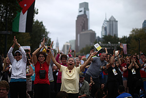 People cheer as they gather along Benjamin Franklin Parkway on Sept. 27, 2015 in Philadelphia. (Photo by Carl Court/Getty Images)