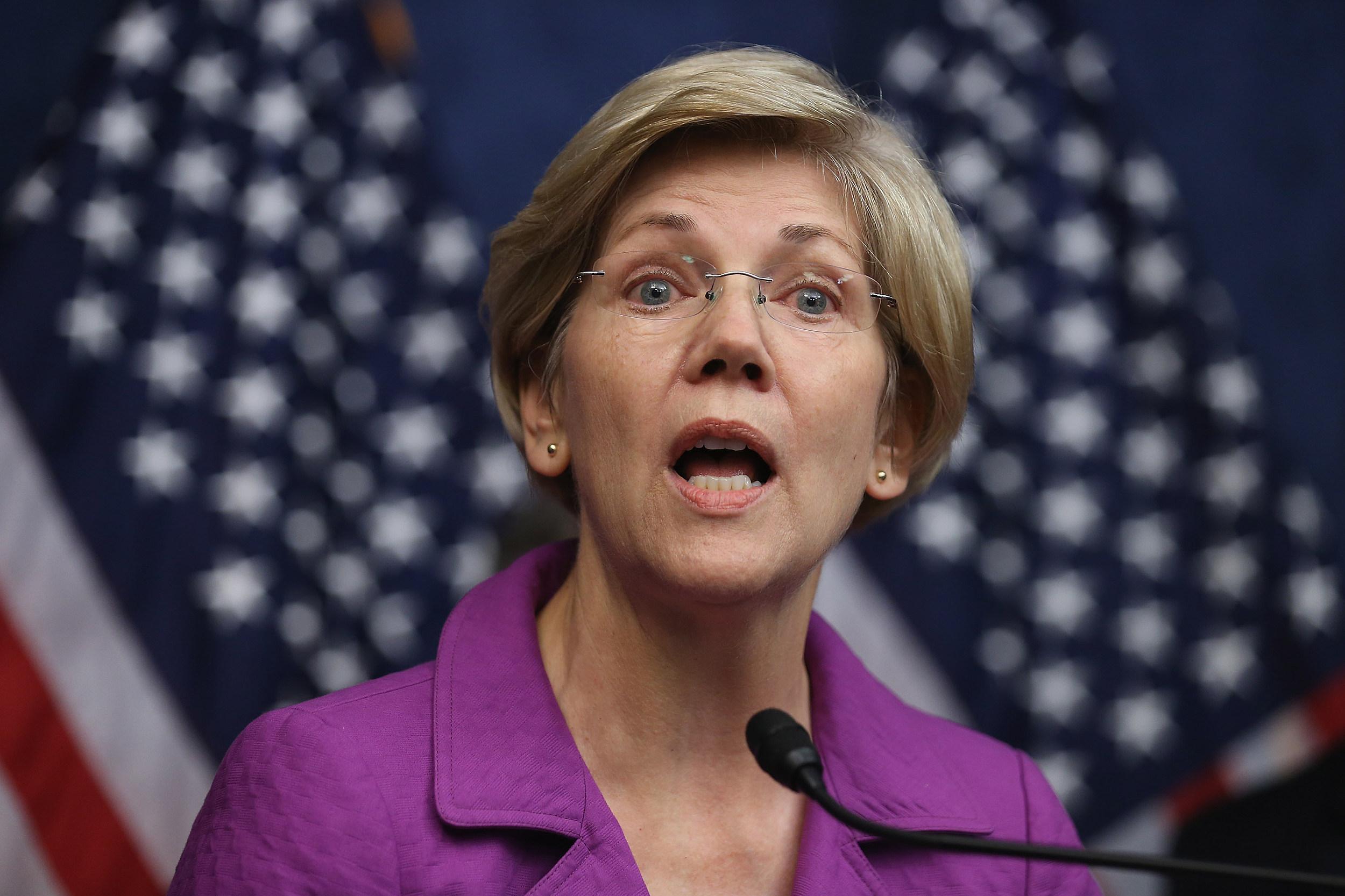 'Trump is a loser': Elizabeth Warren tweetstorms against Donald Trump