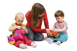 Playing with children (NiDerLander, ThinkStock)