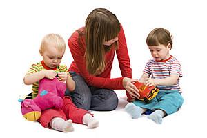 Playing with children (NiDerLander, ThinkStock)
