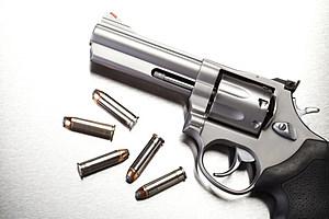 gun with bullets on steel (Sascha Burkard, ThinkStock)