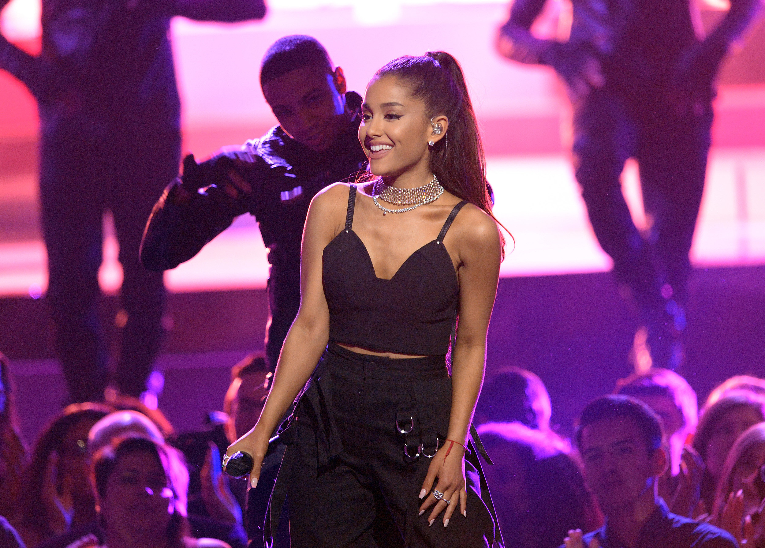 Ariana Grande replaces Whitney Houston hologram on 'Voice'