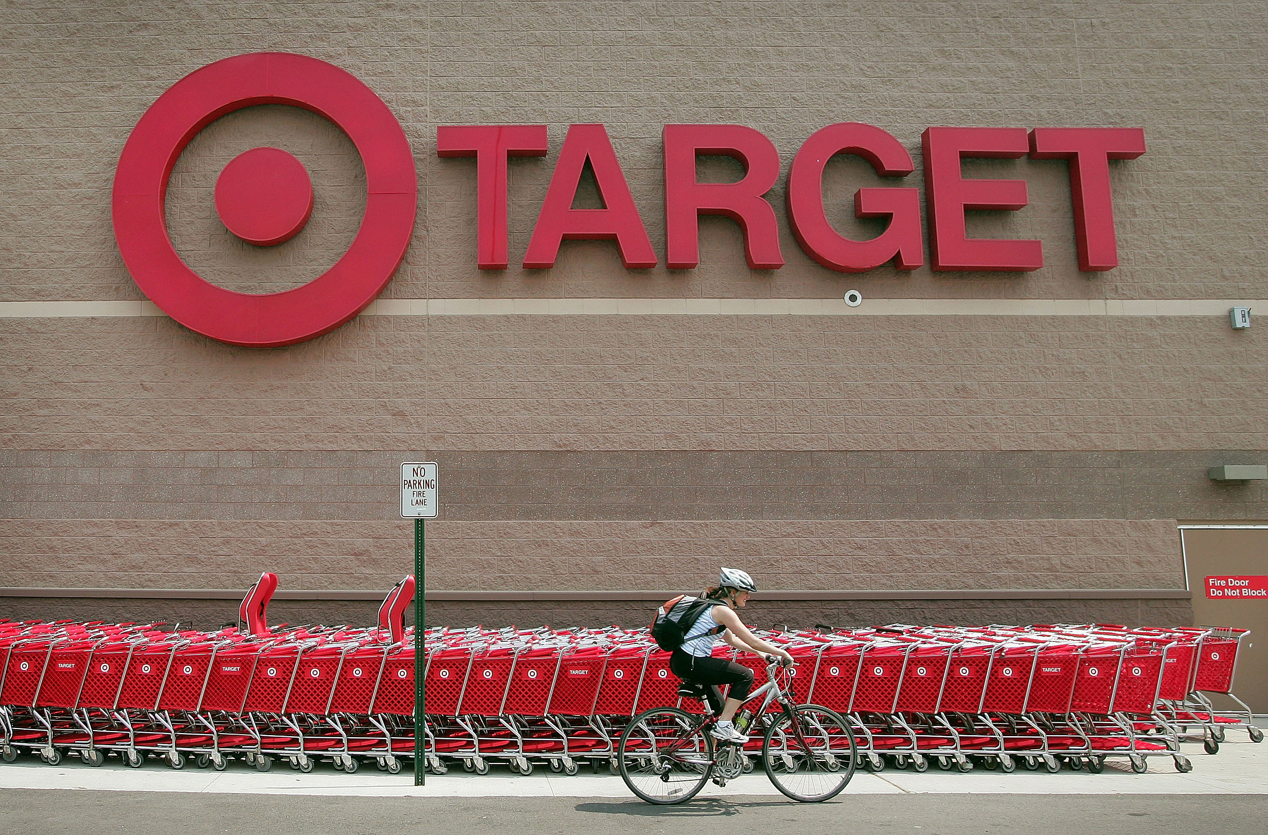 Target raising hourly wage to $15 by 2020