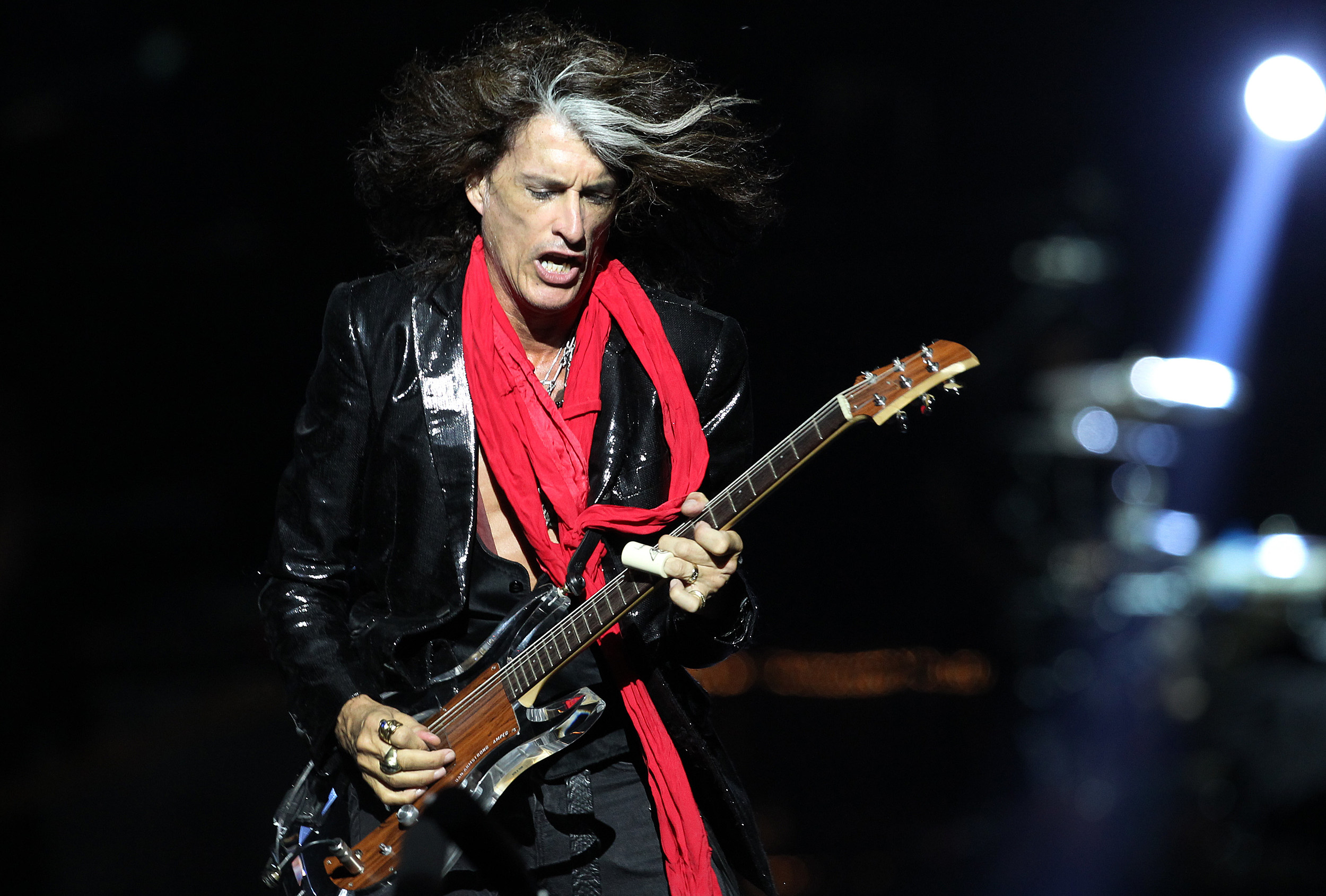 Alice Cooper, Hollywood Vampires on Aerosmith Joe Perry's collapse and condition