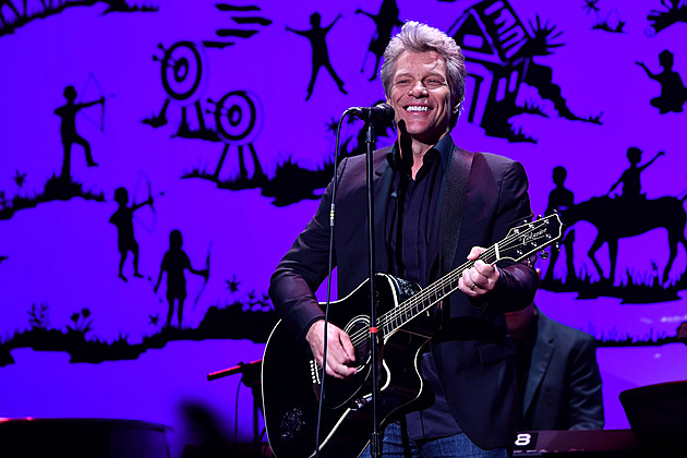 NEW YORK, NY - JUNE 06: Musician Jon Bon Jovi performs onstage during SeriousFun Children's Network 2016 NYC Gala Show on June 6, 2016 in New York City. (Photo by Slaven Vlasic/Getty Images)
