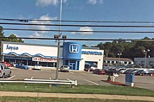 NJ dealership to receptionist Sure you can file sex