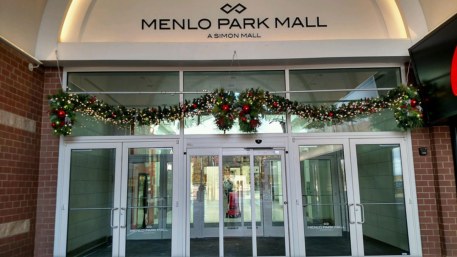 What times are NJ stores open until on Christmas Eve?