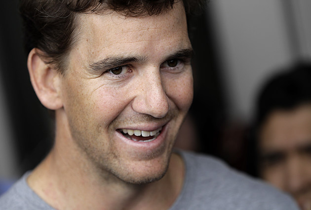 Giants quarterback Eli Manning talks to reporters