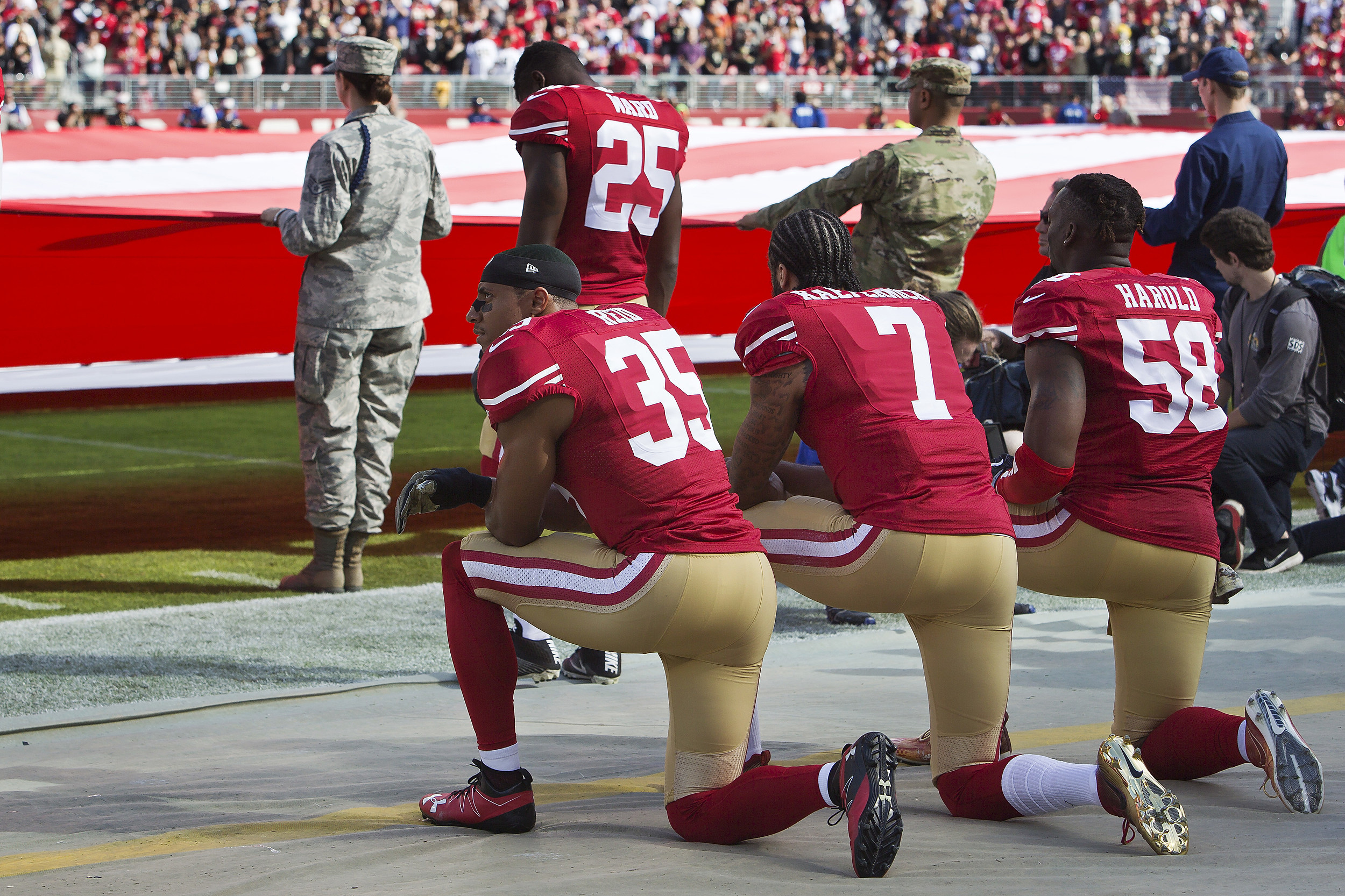 VERIFY: Are NFL football players required to stand for the National Anthem?