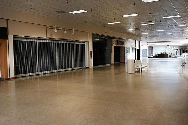 Anaheim Garden Walk Store Directory: A Creepy Walk Through Abandoned Burlington Center Mall