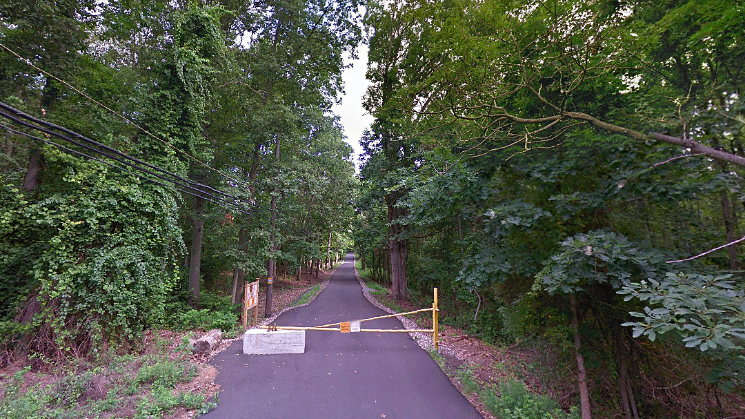 An entrance to Wolfe's Pond Park in Staten Island, where a search for Stephanie Parze was conducted. (Google Maps)